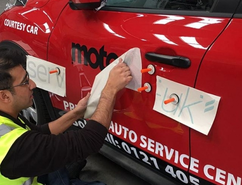 Applying vinyls to a Nissan Juke for @motorservuk #bigprintbirmingham #printingbirmingham #bigprintbham #carsigns #carvinyl #carlivery