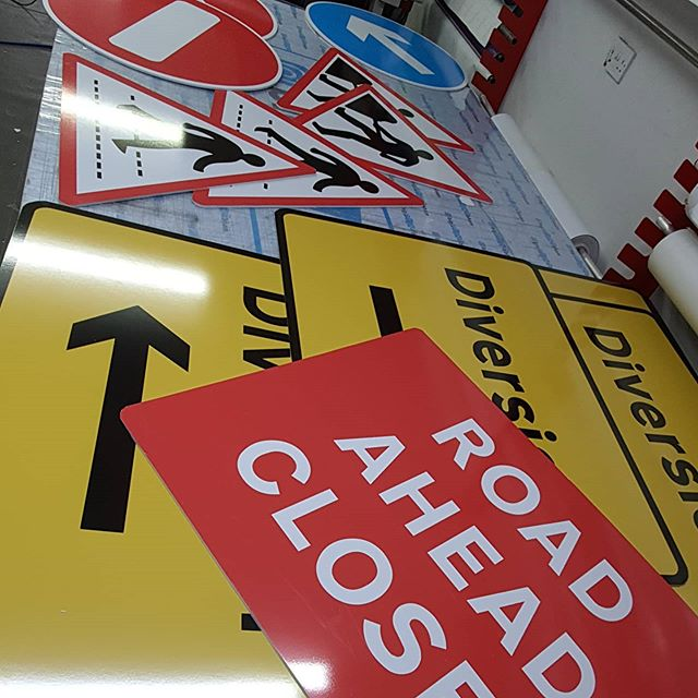 Do you need a street sign? To place an order If at all possible PLEASE whatsapp me on 07702153393