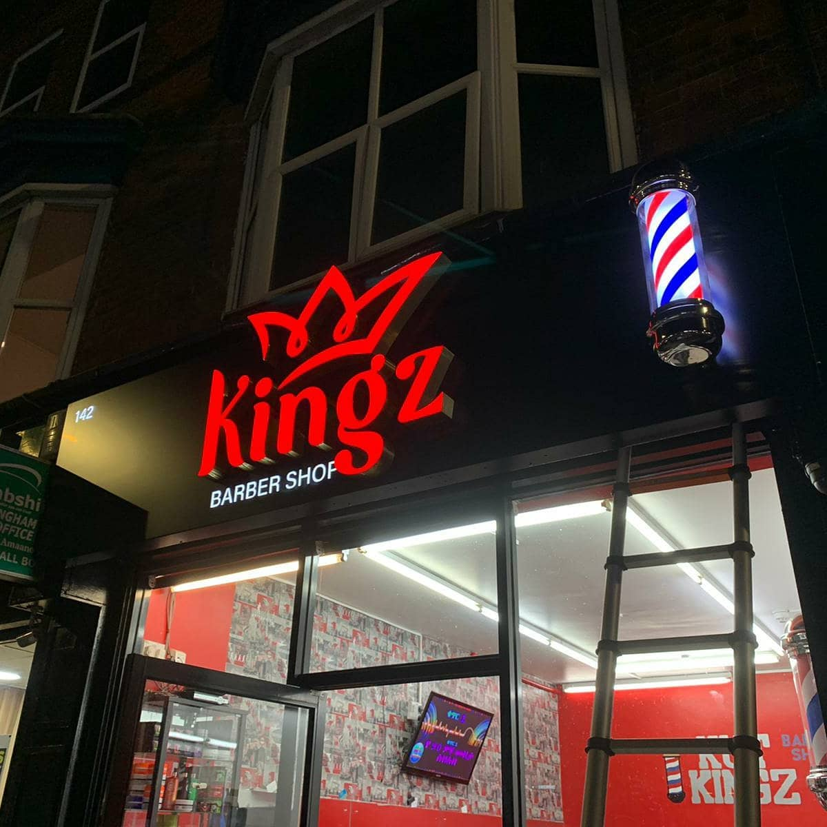 @kingz_barber1 signboard at night like amazing. To place an order for a 3D signboard, If at all possible PLEASE whatsapp me on 07702153393
